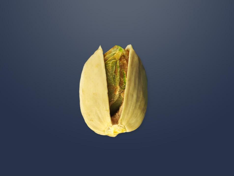 Une pistache dans sa coquille.