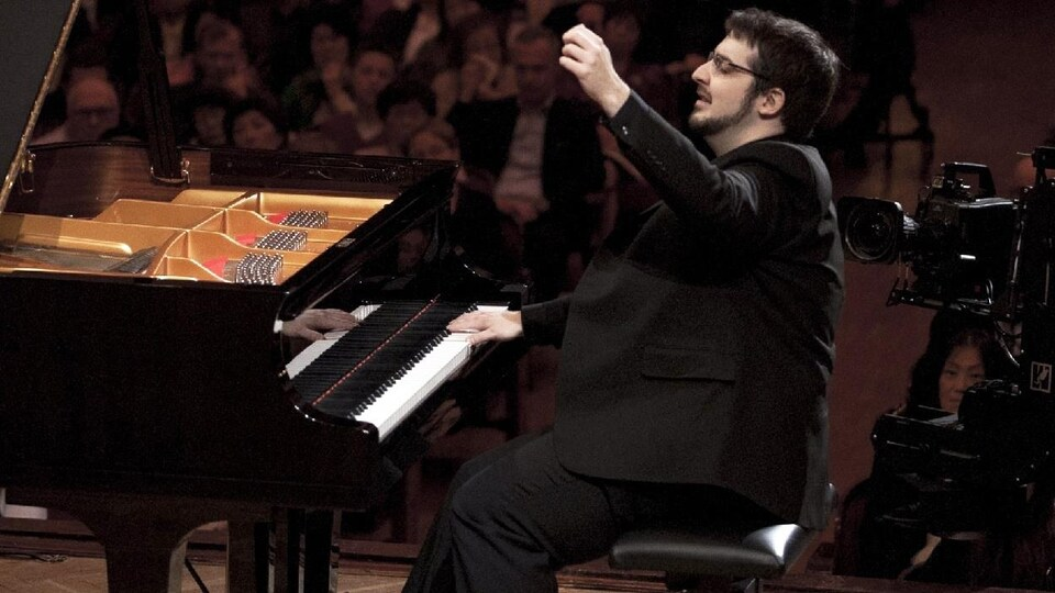 Charles Richard-Hamelin au piano