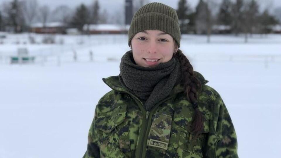 Une femme des Forces armées canadiennes
