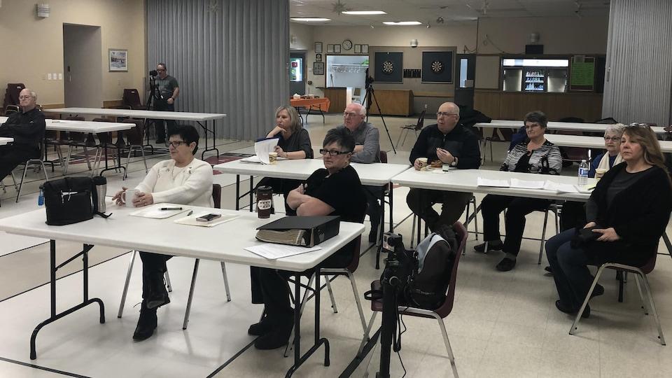 Une dizaine de personnes ont assisté à l'atelier de vendredi dernier, dans un club de l'âge d'or du Grand Sudbury.