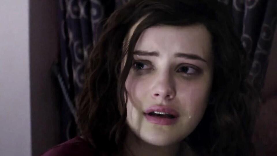 Katherine Langford en larmes dans une scène de «13 Reasons Why»