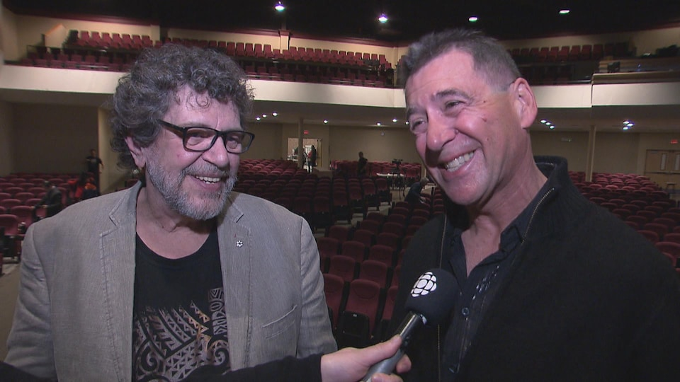 Roland Gauvin et Kenneth Saulnier à la sortie du spectacle.