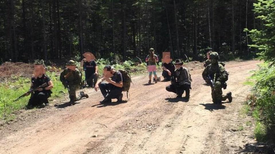 Membres présumés de la milice III % du Québec lors d'un exercice