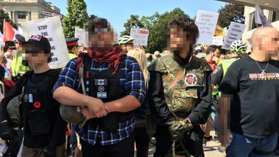 Des membres du groupe III % de l'Ontario lors d'une manifestation à London