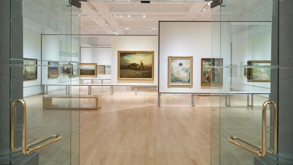 Salle «Ressentir» de l'exposition 350 ans de pratiques artistiques au Québec