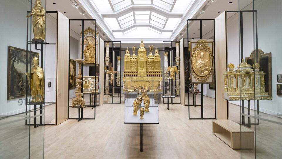L'exposition 350 ans de pratiques artistiques au Québec dresse un portrait de l'histoire de l'art au Québec.