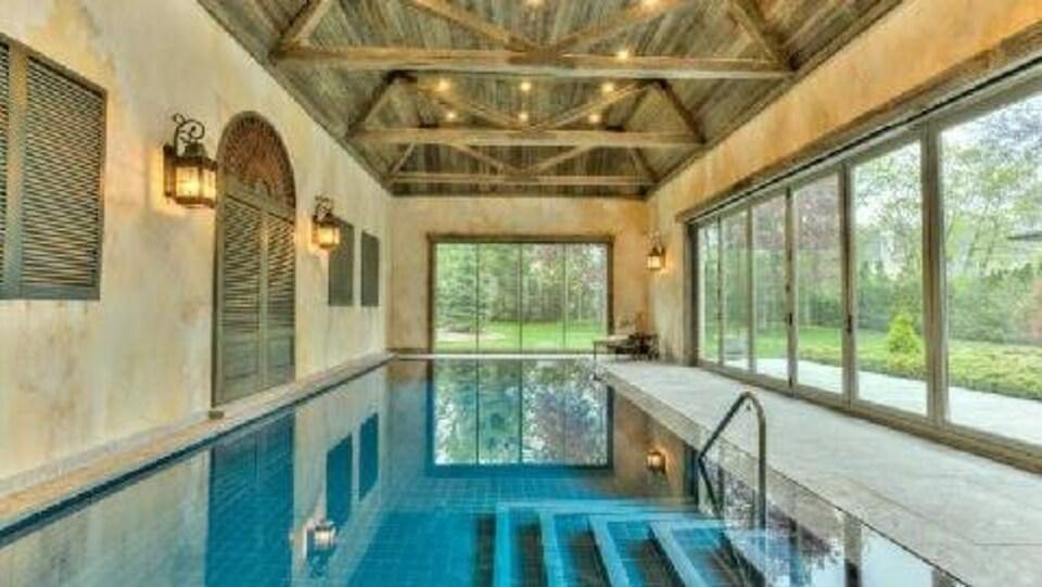Une fusillade fait un bless grave dans un airbnb de luxe toronto ici radio - Airbnb piscine interieure ...