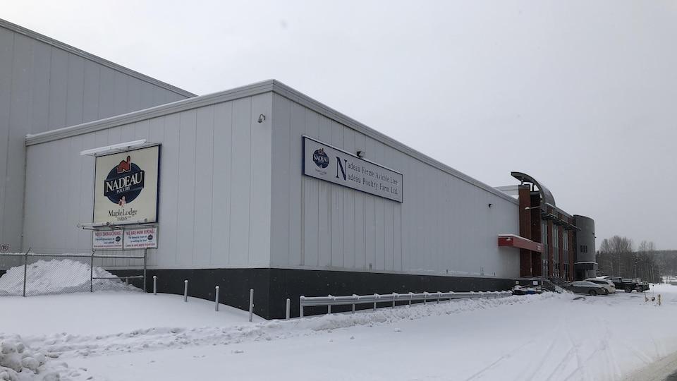 L'extérieur du bâtiment en hiver.