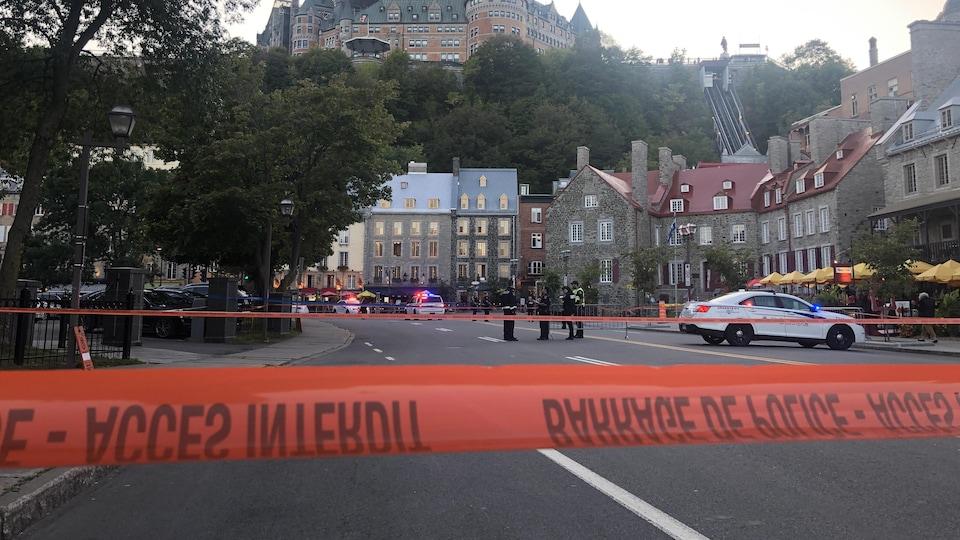 Un périmètre de sécurité sur le boulevard Champlain.
