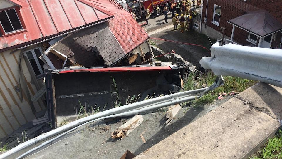Le camion s 'est écrasé sur une résidence après avoir raté une courbe dans la côte de la Chapelle, à Château-Richer