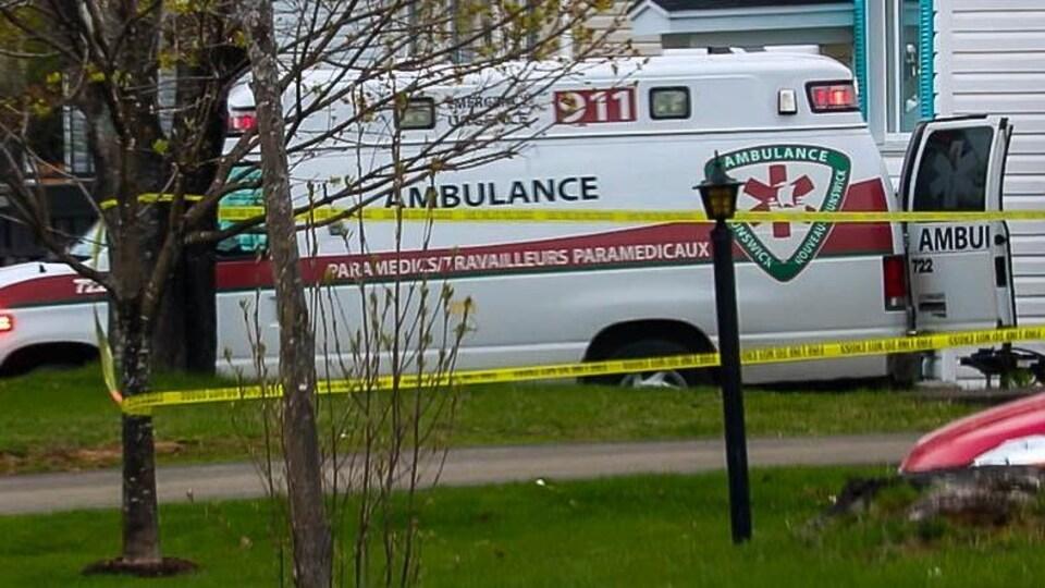 Une ambulance près de la maison
