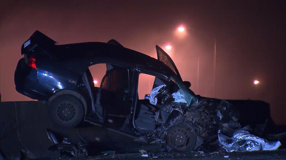 Une auto accidentée sur la route 117, à Sainte-Agathe, dans les Laurentides, le 25 juin 2017.