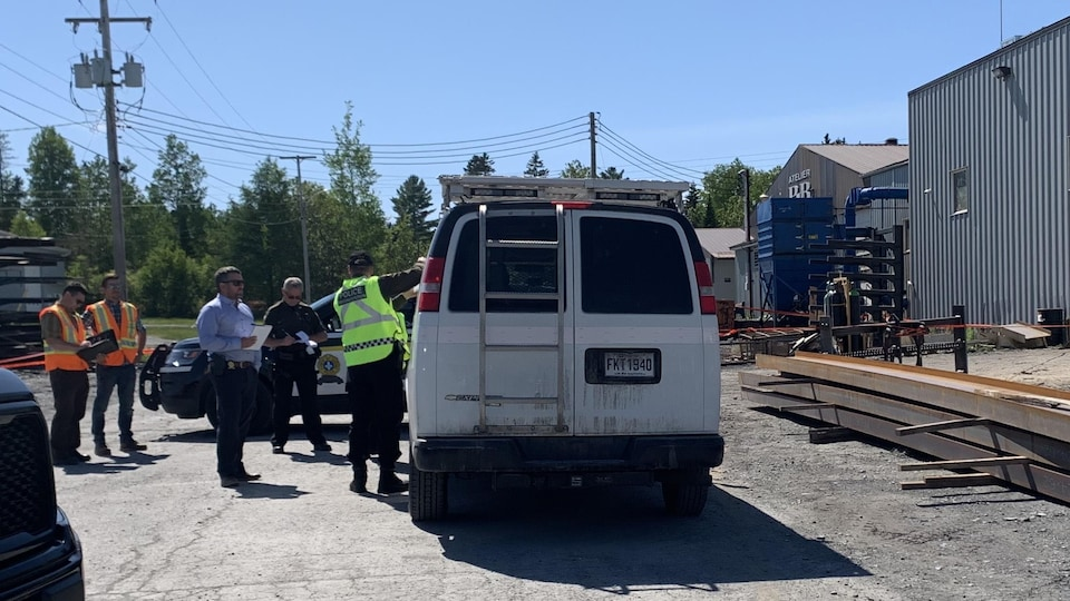 Des enquêtes de la Sûreté du Québec et de la Commission des normes, de l'équité, de la santé et de la sécurité au travail (CNESST) sont en cours.