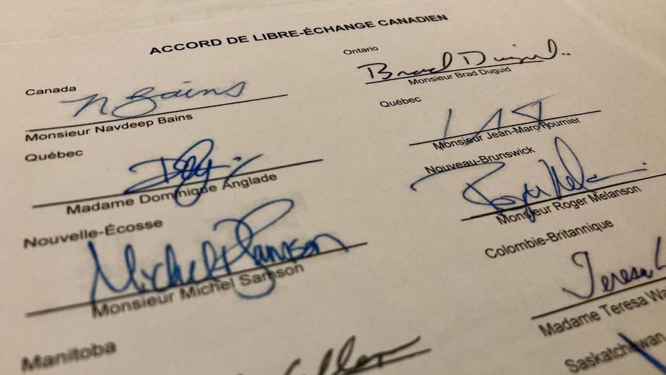 On voit une partie du document avec les signatures.