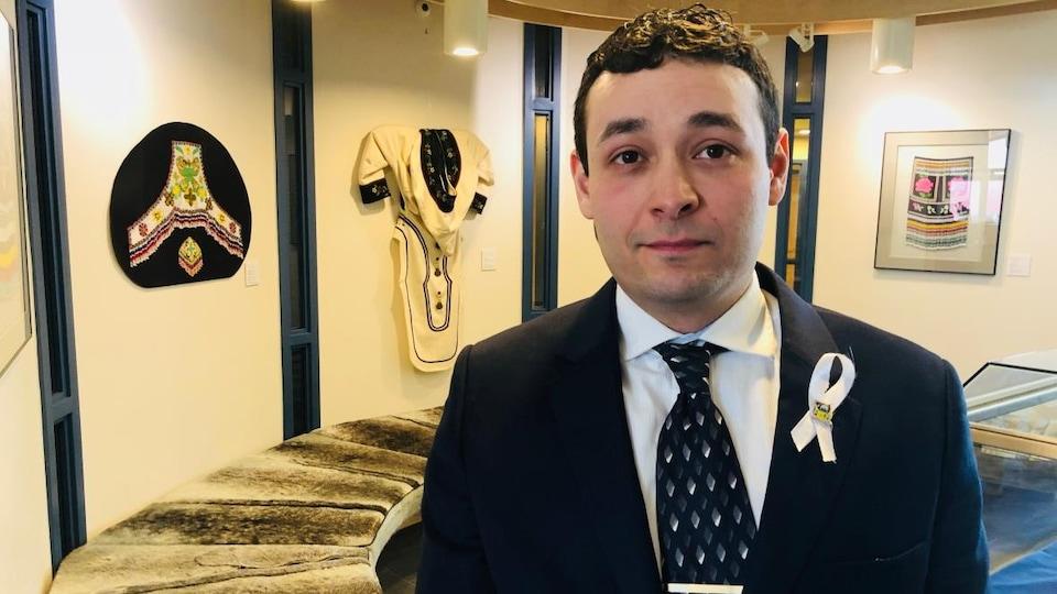 Adam Arreak Lightstone à l'Assemblée législative du Nunavut.