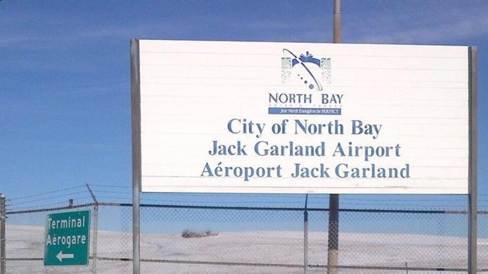 Enseigne de l'aéroport Jack Garland de North Bay.
