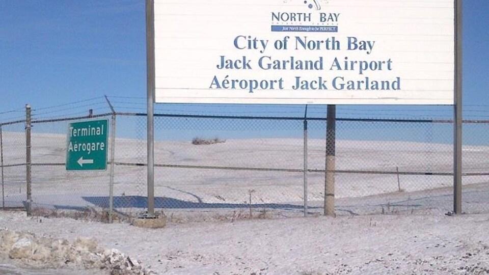 Pancarte de l'aéroport Jack Garland de North Bay.
