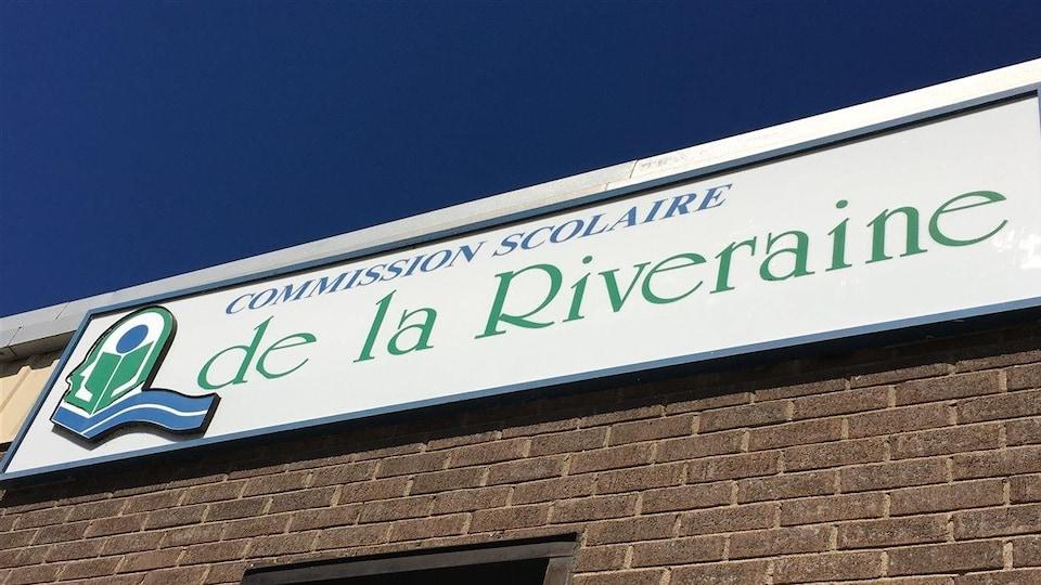 Affiche de la Commission scolaire de la Riveraine