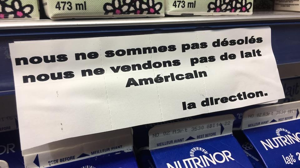 Inscription : «Nous ne sommes pas désolés nous ne vendons pas de lait américain».