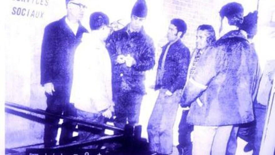 Des bénéficiaires de l'aide sociale en colère, à Tracadie, en 1973.