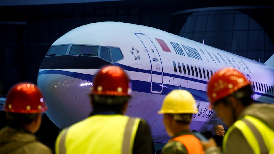 Un avion Boeing 737 MAX 8 à l'effigie de la compagnie aérienne Air China.