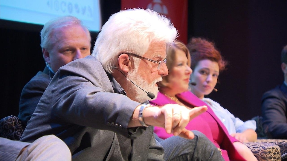 M. Mosher sur un panel en compagnie notamment de Jean-François Lisée et Marie-France Goldwater.