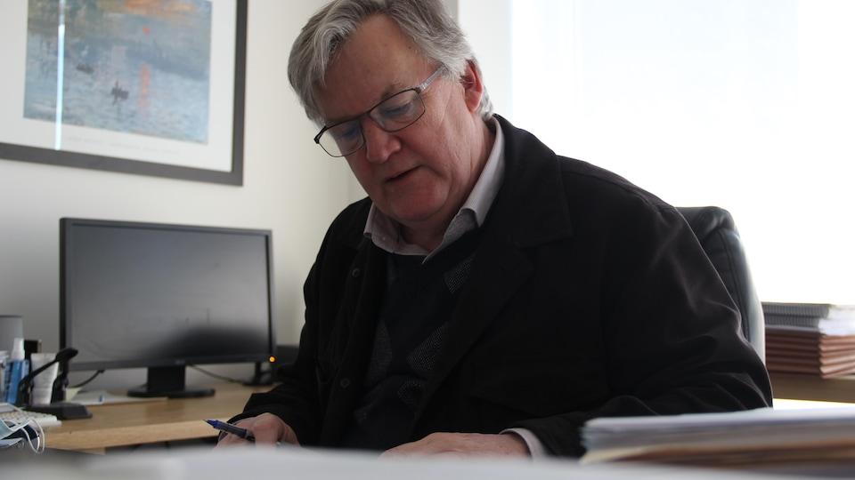 Alain Arsenault à son bureau