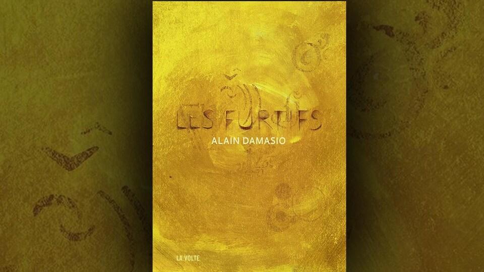 La couverture du livre Les furtifs, d'Alain Damasio, est jaune ocre.