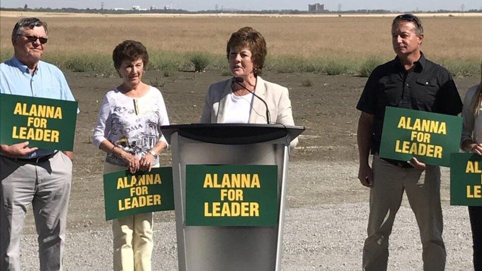Alanna Koch démissionne de son poste de sous-ministre du premier ministre sortant Brad Wall qu'elle occupait depuis mai 2016.