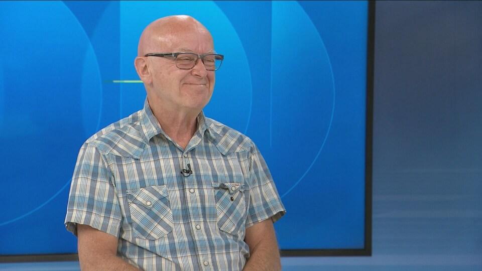 Albert Cyr en entrevue sur le plateau du Téléjournal Acadie le 2 août 2019.