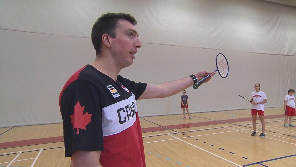 Alex Boisvert-Lacroix effectue un stage en éducation physique au Collège Jean-Eudes à Montréal.