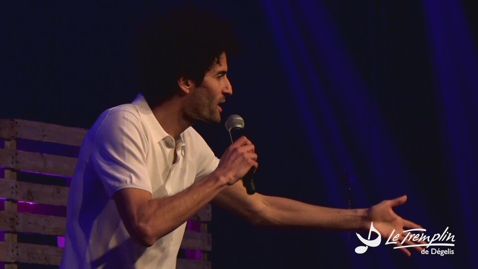 Alex Fredo en prestation sur scène