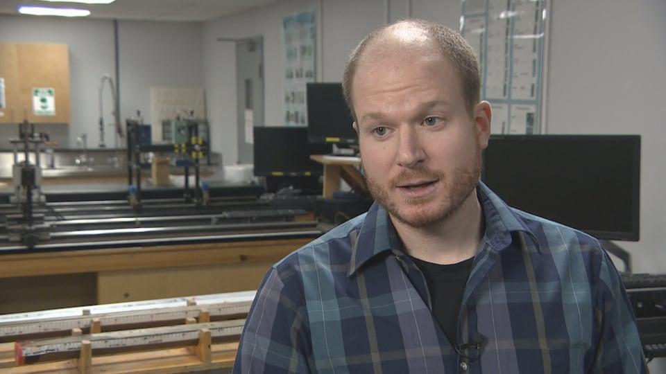 Alexandre Normandeau, chercheur à la Commission géologique du Canada, en entrevue.