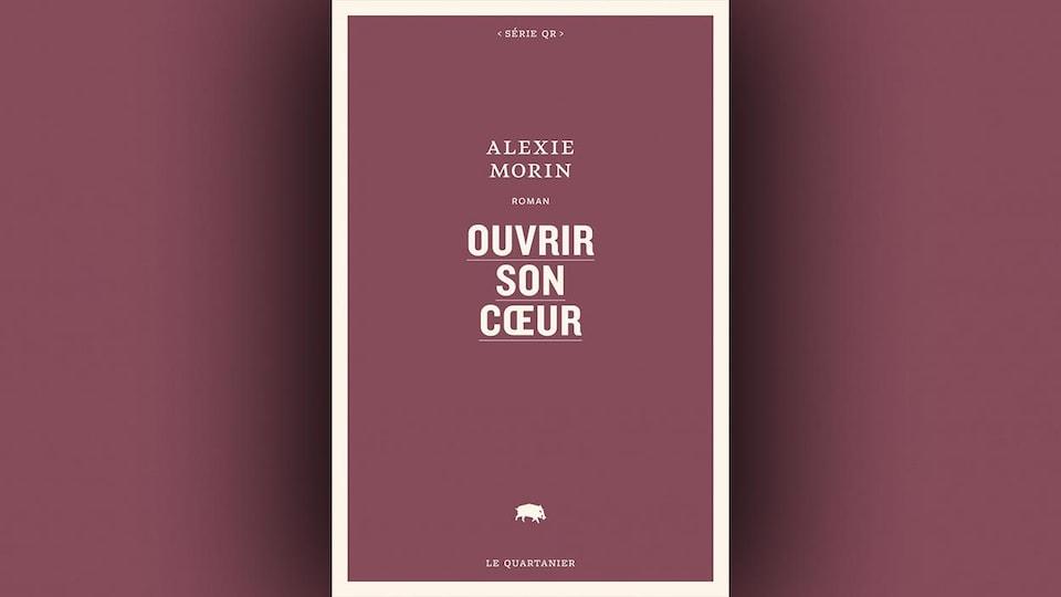 La couverture du livre <i>Ouvrir son coeur</i>, d'Alexie Morin : le titre, le nom de l'autrice et la maison d'édition sont écrits en blanc cassé sur fond bourgogne.