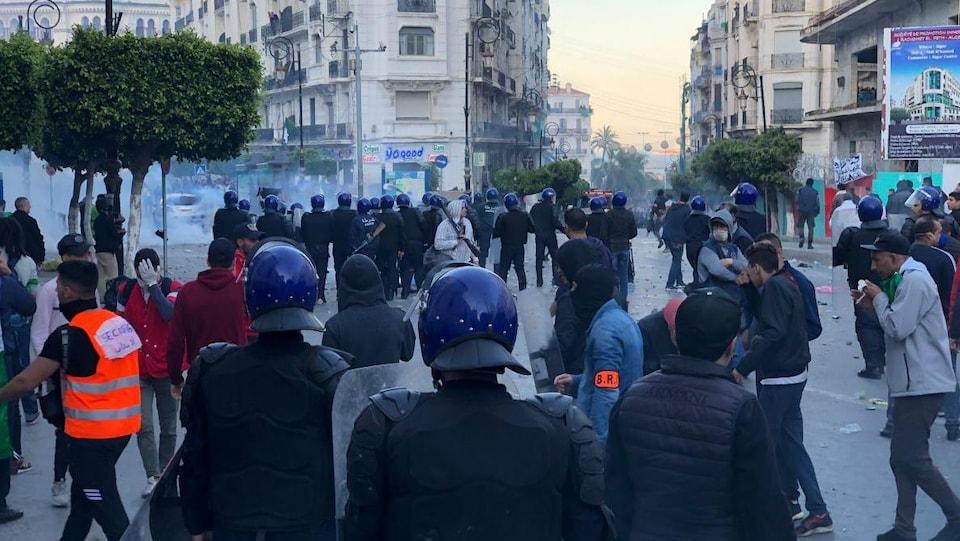 Les policiers à l'oeuvre à Alger.