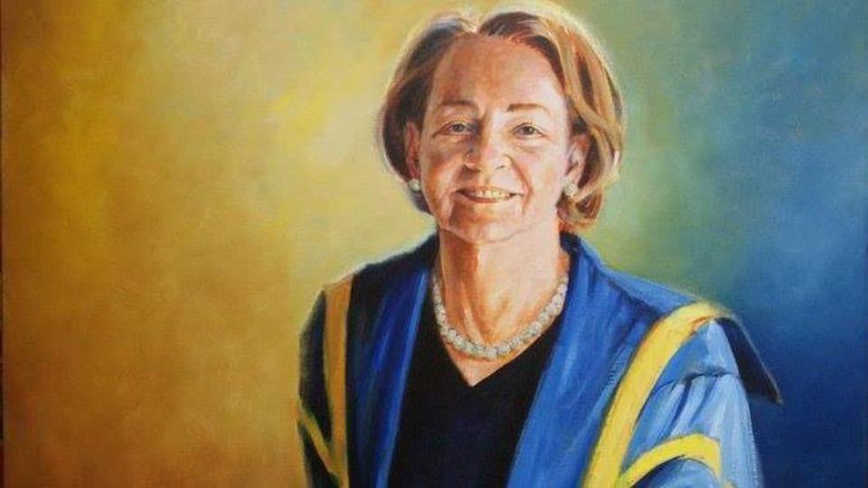 Un portrait d'Aline Chrétien, souriante