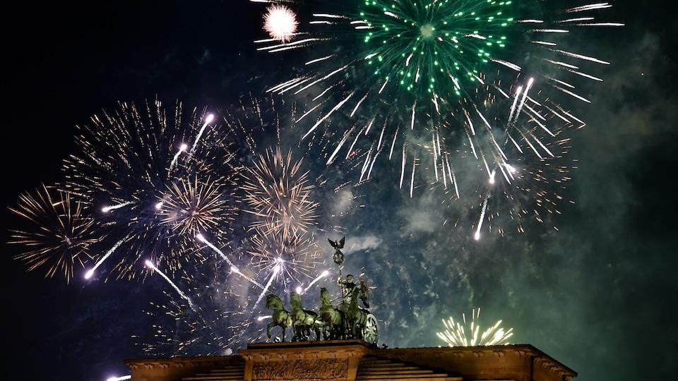 Les Allemands ont fêté le passage à la nouvelle année par d'immenses feux d'artifice.