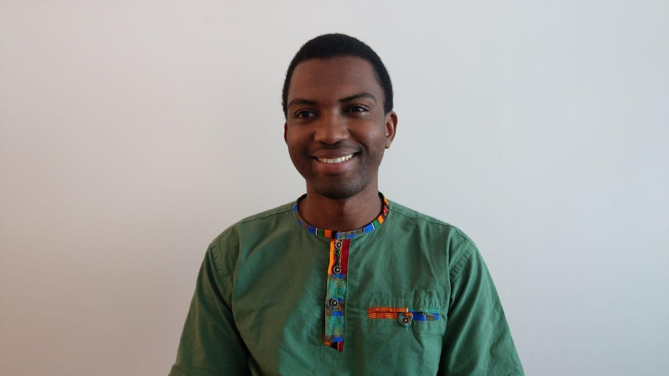 Amadou Sadjo Barry regardant la camera