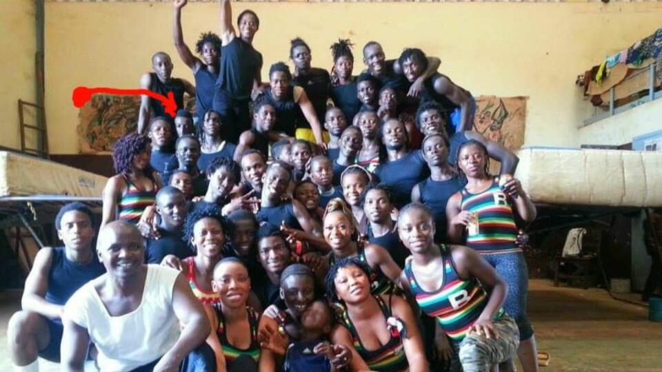 Photo de groupe de jeunes de l'association Benka Fissa à Kindia en Guinée.