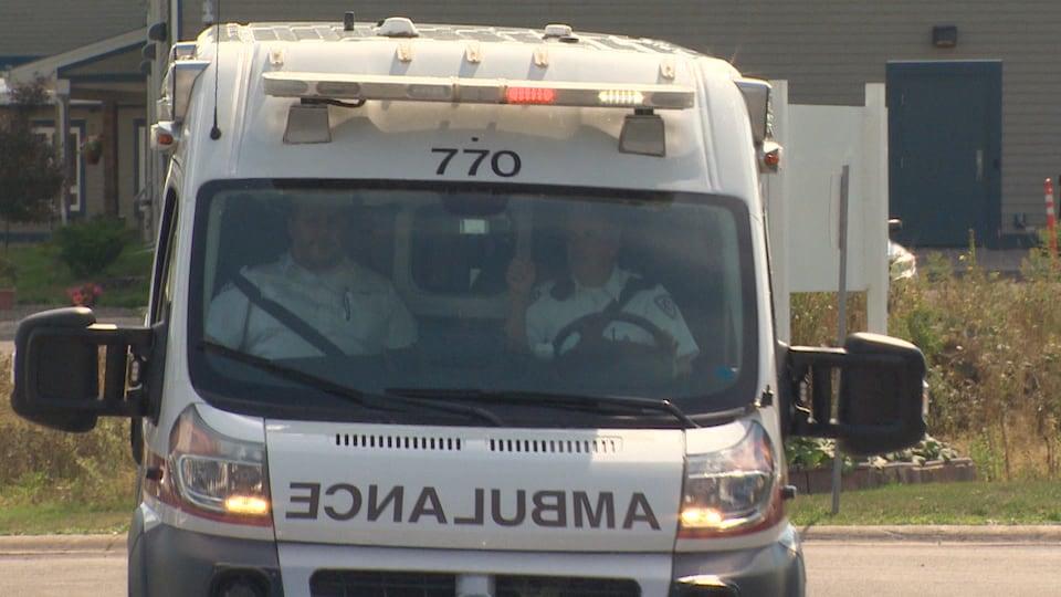 Une ambulance du Nouveau-Brunswick, vue de face.
