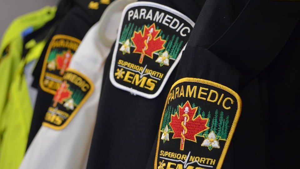 L'uniforme des ambulanciers de Superior North EMS