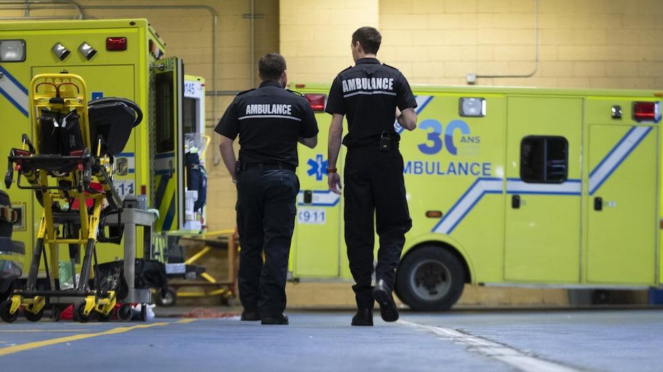 Ambulanciers d'Urgences-santé à Montréal.
