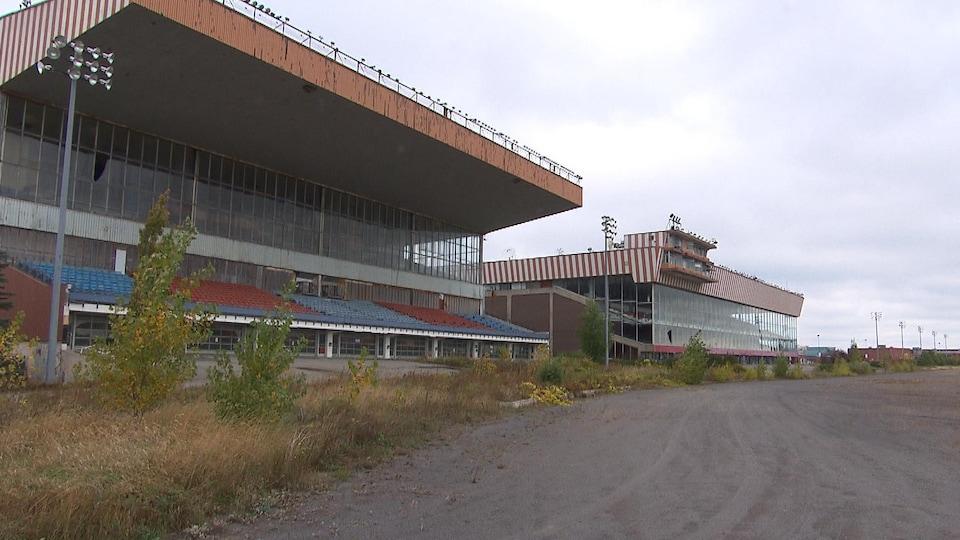 Terrain et bâtiments de l'ancien hippodrome, dans l'ouest de Montréal