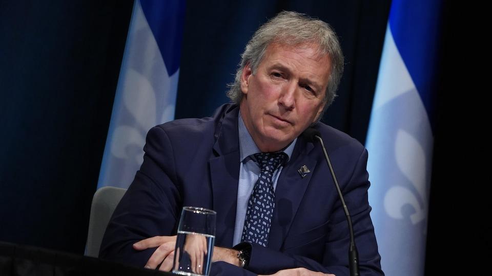 André Lamontagne pendant un point de presse.