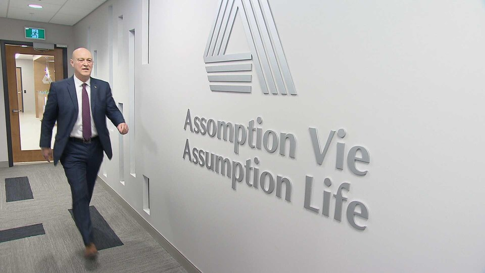 André Vincent dans les bureaux d'Assomption Vie à Moncton.