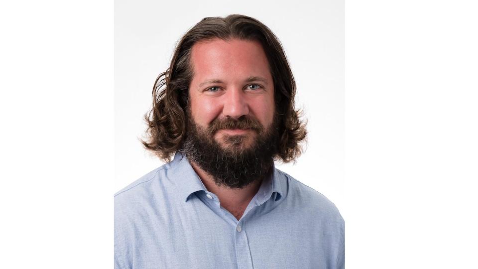 Le visage d'Andrew Homan.