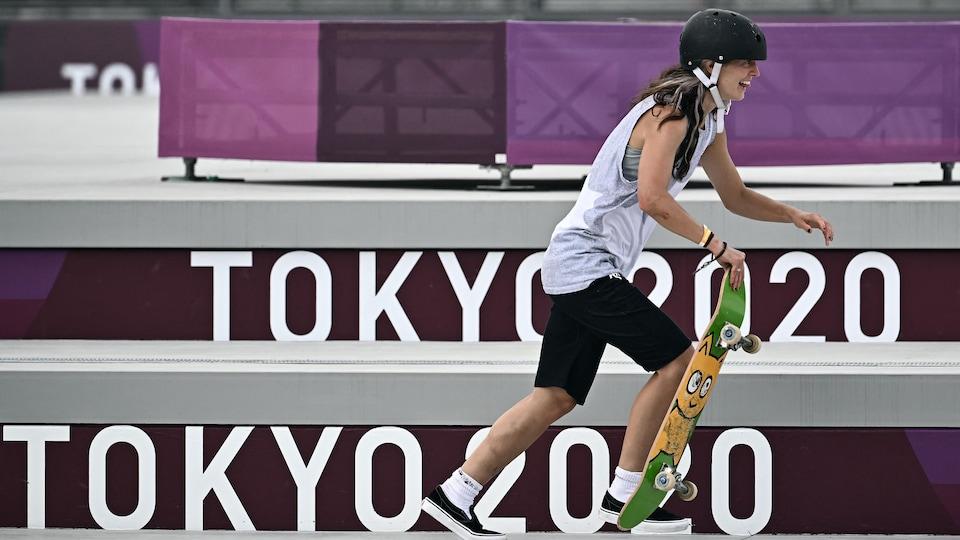 La planchiste Annie Guglia en action aux Jeux olympiques