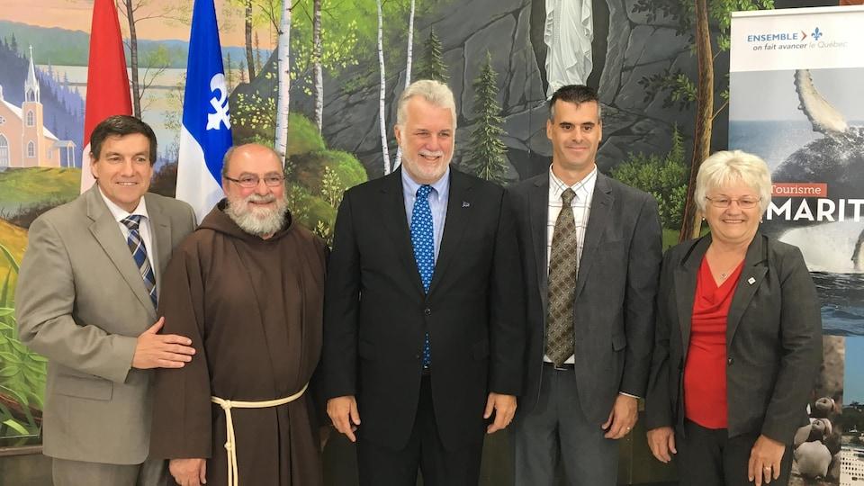 Des élus provinciaux et fédéraux et des représentants de l'Ermitage Saint-Antoine