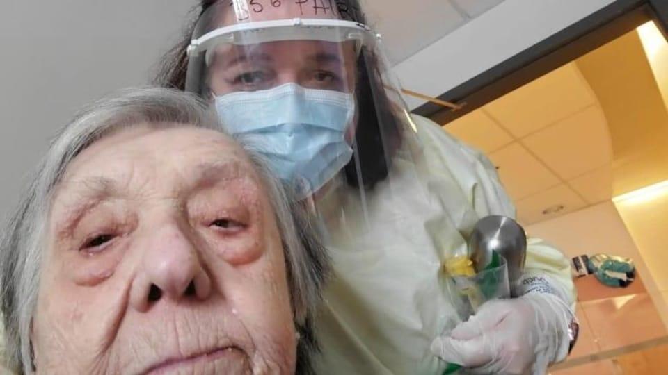 Antonietta Pollice et une infirmière.