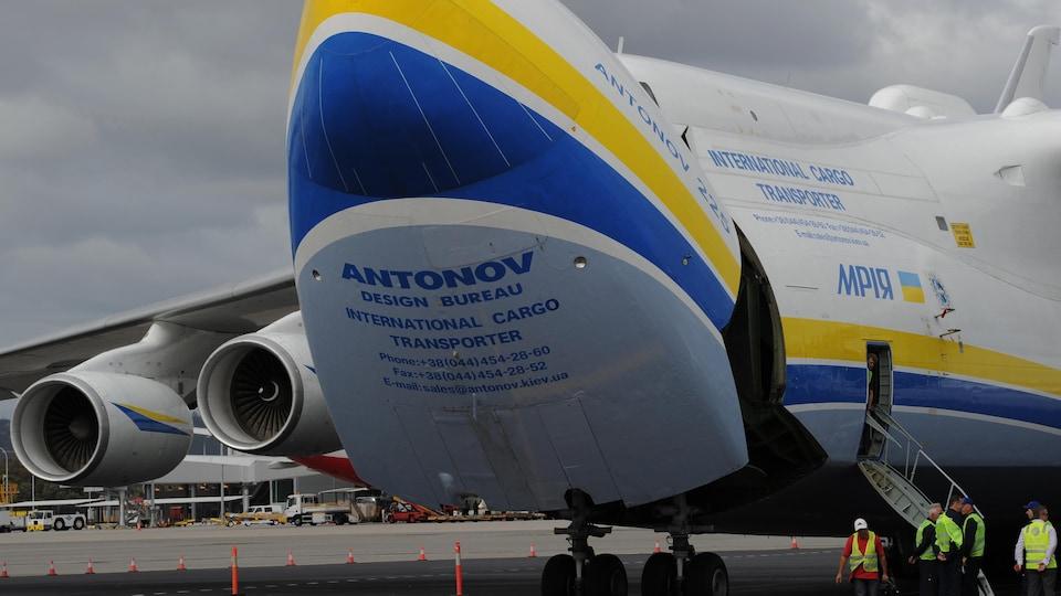 Une image d'un avion Antonov sur le tarmac de l'aéroport de Perth en Australie.